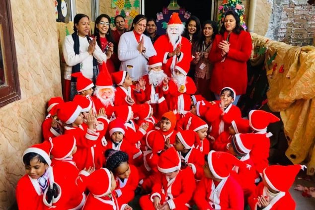 Today we, Das Universal Academy celebrated Christmas in all its joy and happiness. Christmas brings cheer & love and we celebrated it with the same fervour, spreading the message of love and joy. Our sweet angels, santas and xmas trees, all danced to the joyful tunes.